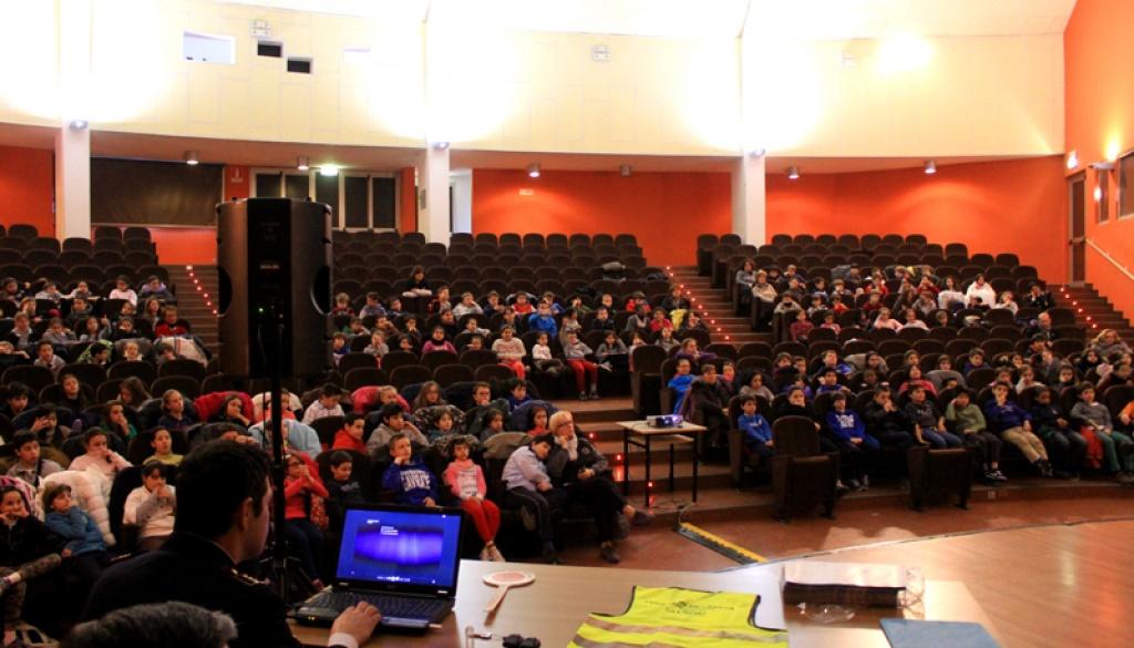 """(Italiano) Centinaia di bambini all'incontro di Gavirate con """"Pedala in Sicurezza!"""""""