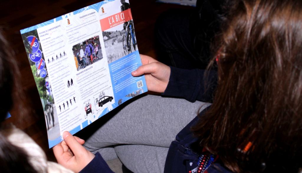 (Italiano) L'ultima lezione teorica del progetto scuola si è tenuta a Taino (VA)