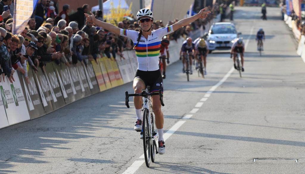 """World Champion Elizabeth Armitstead triumphs at the """"Alfredo Binda Women's World Tour"""""""