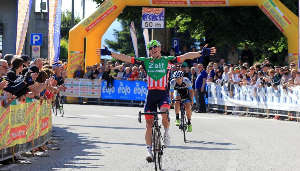"""(Italiano) Simone Bevilacqua ha vinto il """"Trofeo Corri per la Mamma – Coppa dei Laghi – Trofeo Almar"""""""