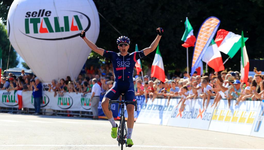 Edoardo Affini e' il nuovo Campione Italiano Under 23. Grande spettacolo a Taino (VA)