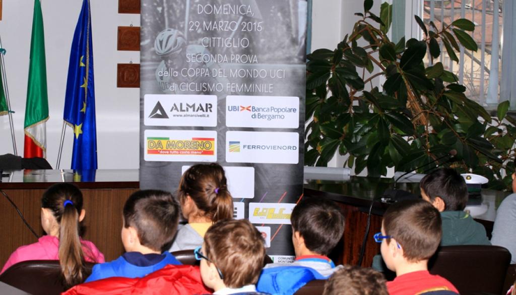"""(Italiano) 100 bambini al primo incontro del progetto """"Pedala, Pedala… in Sicurezza!"""""""