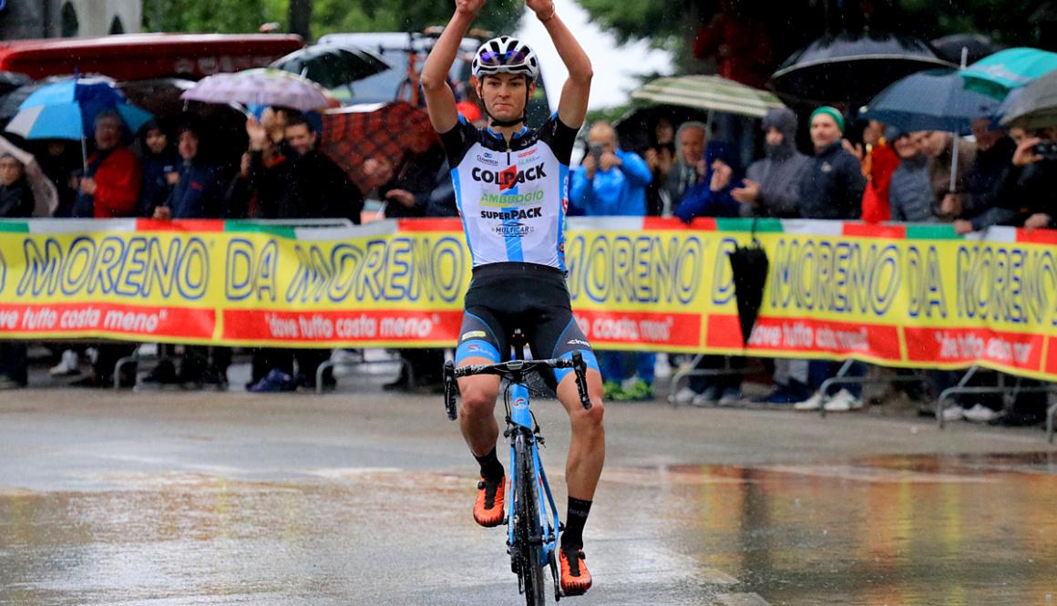 """(Italiano) Fantastico assolo di Alessandro Covi al """"Trofeo Corri per la Mamma – Trofeo Giucolsi – Coppa dei Laghi – Trofeo Almar"""""""